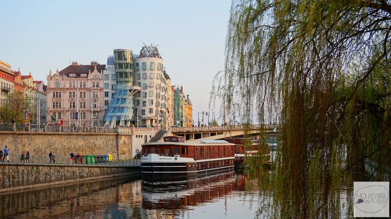 布拉格Prague必去景點-新城區具代表性與爭議-跳舞的房子