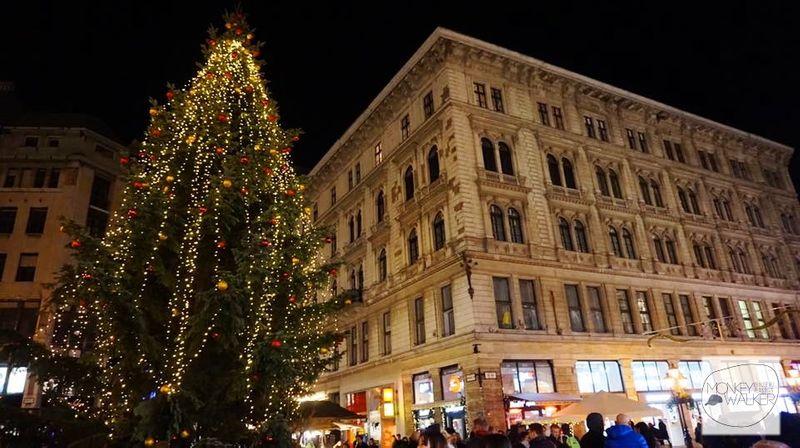 弗洛斯馬提廣場 Vörösmarty Square,匈牙利最古老市集。