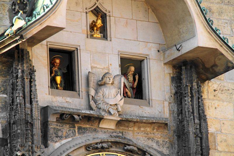 Prague Astronomical Clock布拉格天文鐘上半部:12門徒的走秀表演。