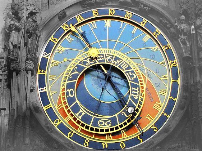 Prague Astronomical Clock布拉格的天文鐘面,代表著地球與天空,就像小型宇宙運行。