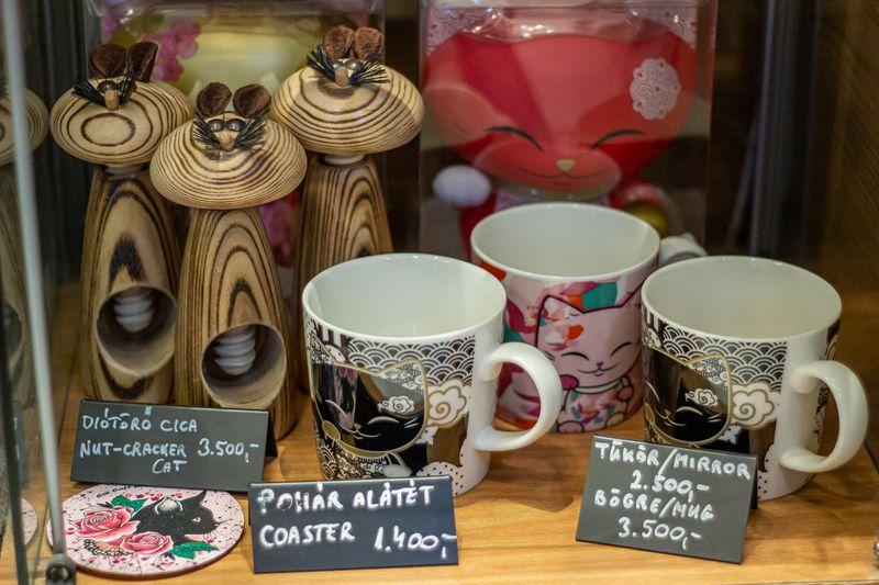 Cat Cafe Budapest 布達佩斯貓咪咖啡館的周邊商品。