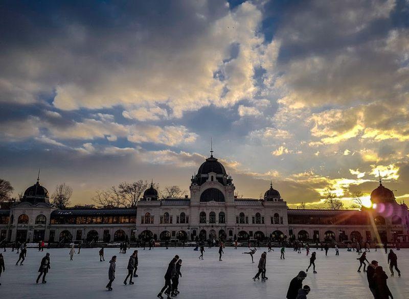 布達佩斯聖誕節可以來溜冰,就在城市公園裡 City Park Ice Rink