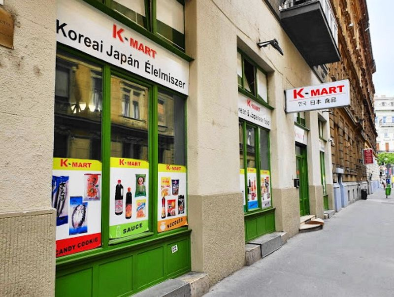 布達佩斯的亞洲超市:K-Mart 韓式泡麵、調味料通通都有。