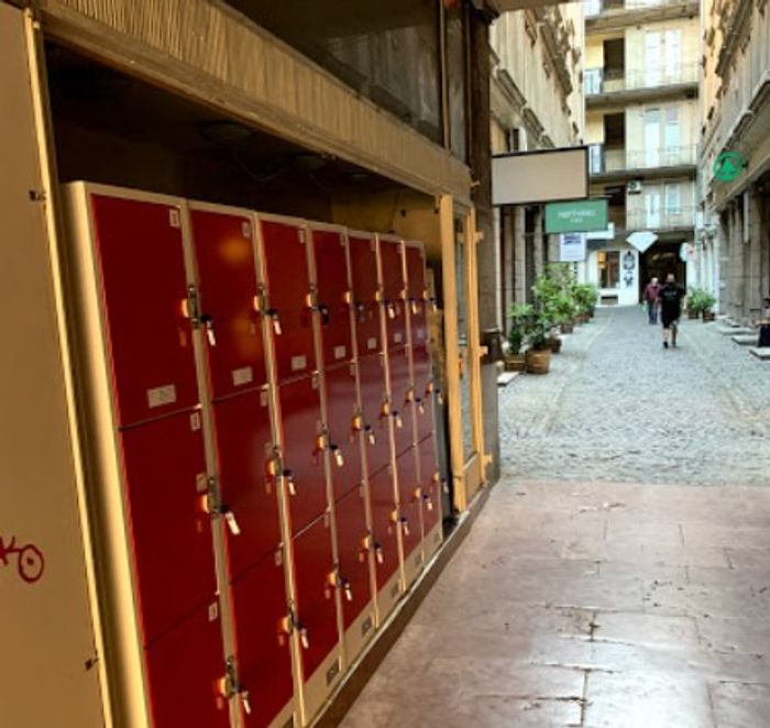 Lockers Budapest Luggage Storage 布達佩斯的投幣式寄物櫃,專為觀光客設計,除了現金也能信用卡付款。