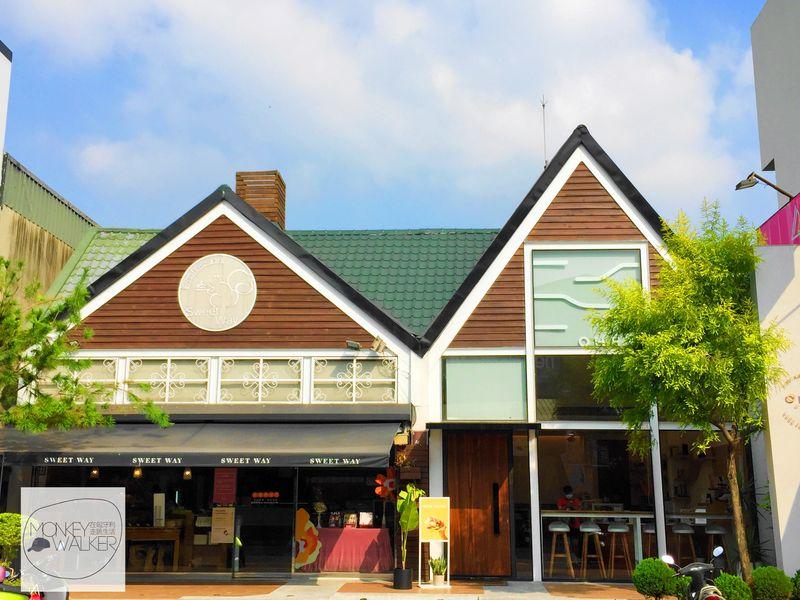 斗六OHEY Cafe慕光咖啡館大門,緊鄰世維烘培坊。