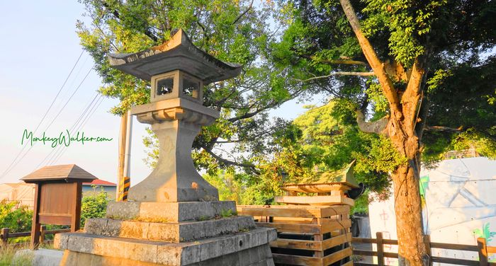 林內神社第二鳥居旁的石製隱燈亭