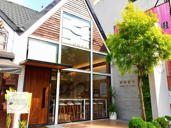斗六OHEY Cafe慕光咖啡館大門。
