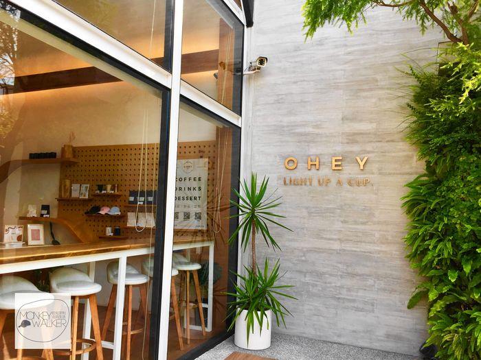 斗六OHEY Cafe慕光咖啡館大門,熱門IG打卡牆。