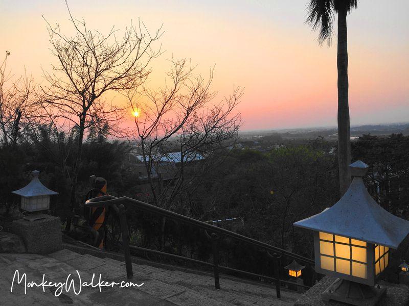 日落的林內神社第三鳥居風景