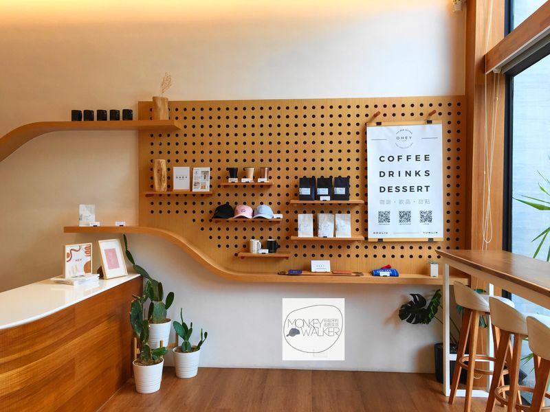 斗六OHEY Cafe慕光咖啡館,販售自己的文創商品。