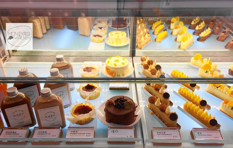 斗六OHEY Cafe慕光咖啡館,最令人興奮的甜點櫃。