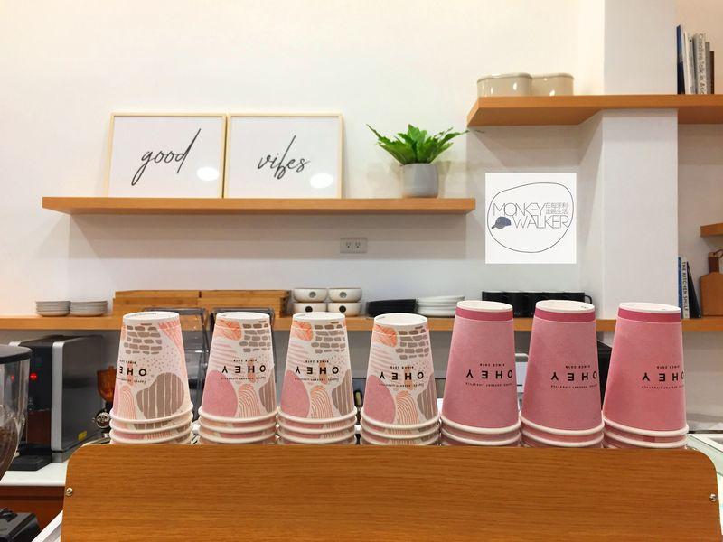 斗六OHEY Cafe慕光咖啡館,沒位子也可以外帶,很少女心的外帶杯。