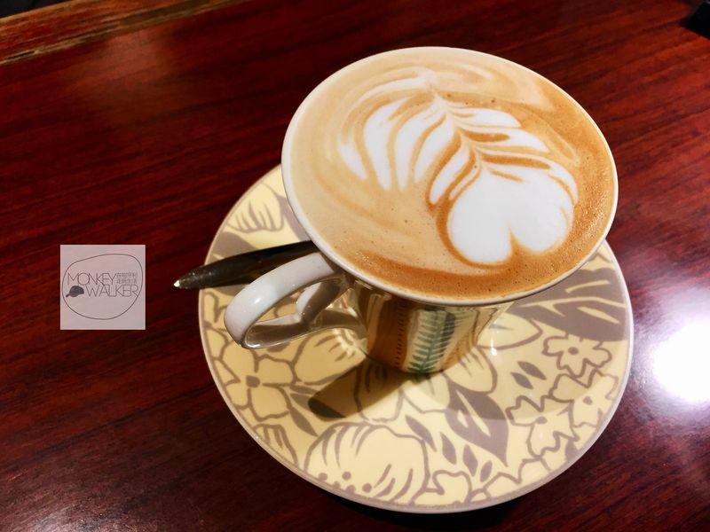 台中中非咖啡館的熱拿鐵,香濃好喝。
