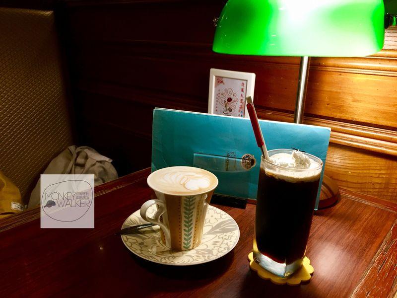 中非咖啡館的咖啡與復古銀行燈
