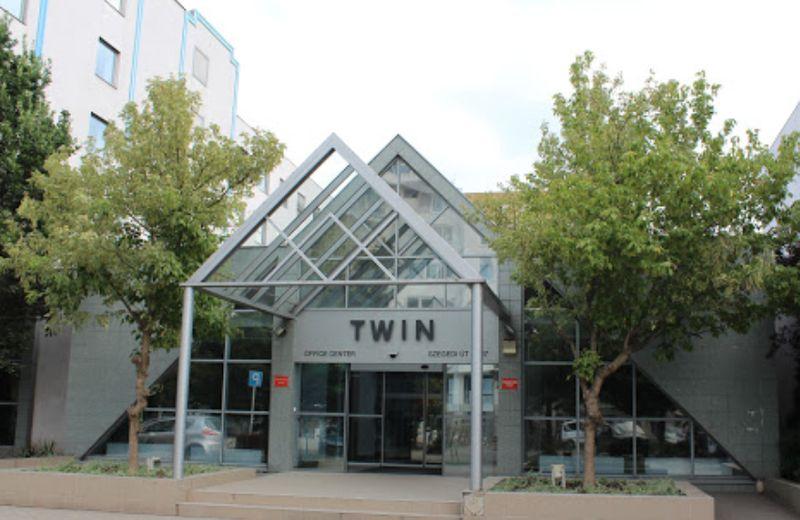 布達佩斯移民局 Twin Office Center大門口