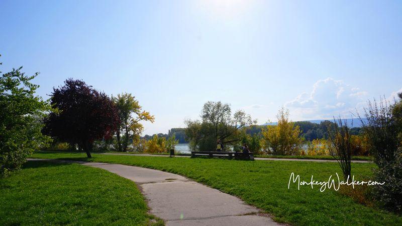 瓦茨的多瑙河畔,這裡根本是河濱公園。