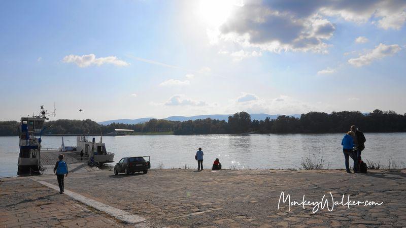 瓦茨的多瑙河畔,可以搭渡輪Ferry去聖坦德(Szentendre)