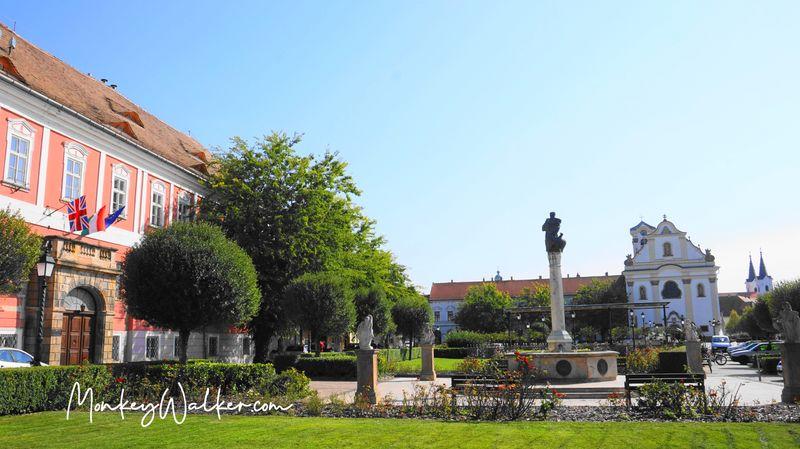 瓦茨主廣場-馬爾修斯15廣場Main Square - Saint Matthew Crypt