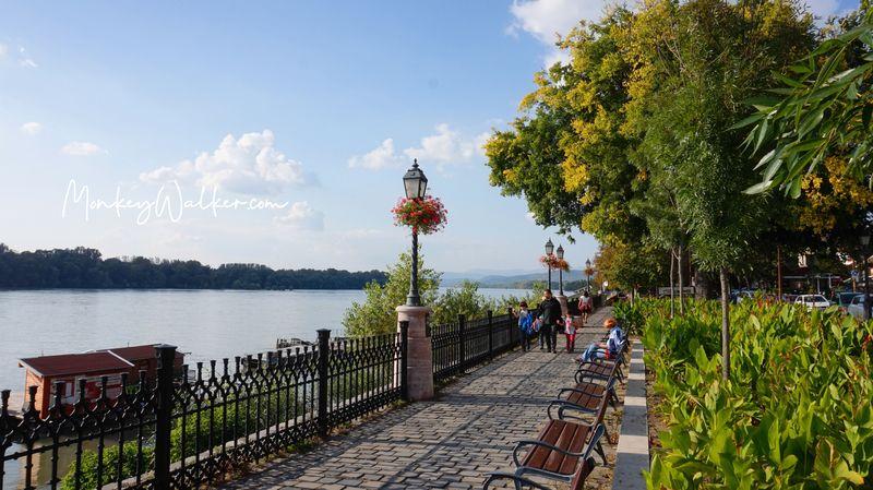 漫步瓦茨多瑙河畔,很舒服。