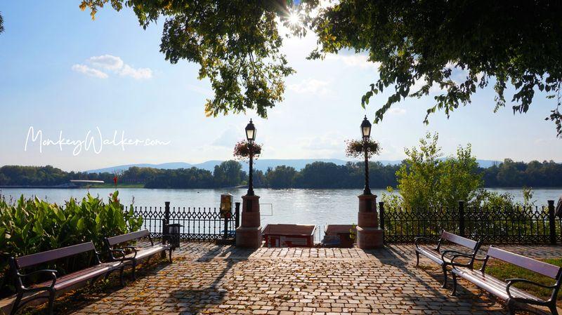漫步瓦茨多瑙河畔,夏天陽光很耀眼。