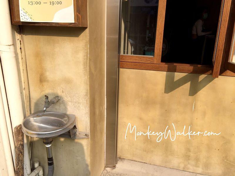 斗六巴蕊花生義式冰淇淋外面還有小洗手台可以洗手。