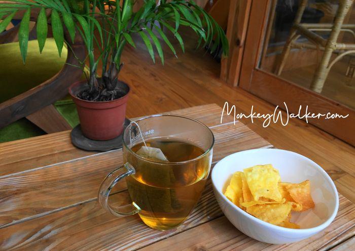 Star Hostel台北車站信星旅店提供免費茶包和傳統零嘴-番薯片。