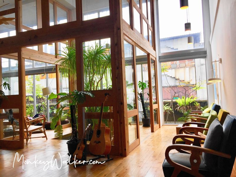 Star Hostel信星旅店台北車站,交誼聽有好大的植物。