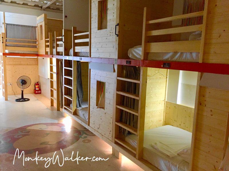 阿信旅店的背包房是木頭材質,睡起來很舒服。