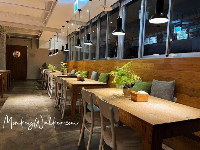 Star Hostel信星旅店台北車站的早餐餐廳,就像文青咖啡館一樣。