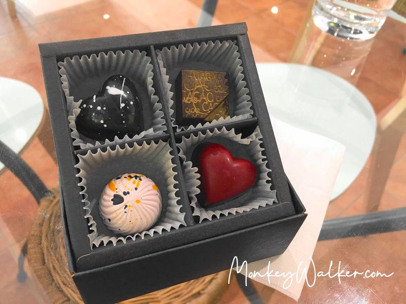 阿信巧克力農場台南店,因應情人節也有販售4方格情人節禮盒。