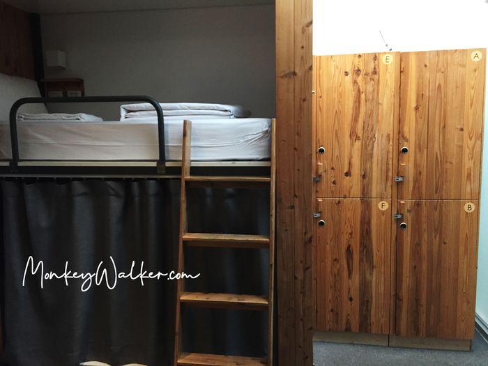 Star Hostel信星旅店台北車站的上下舖背包6人房,每個床位都有置物櫃。
