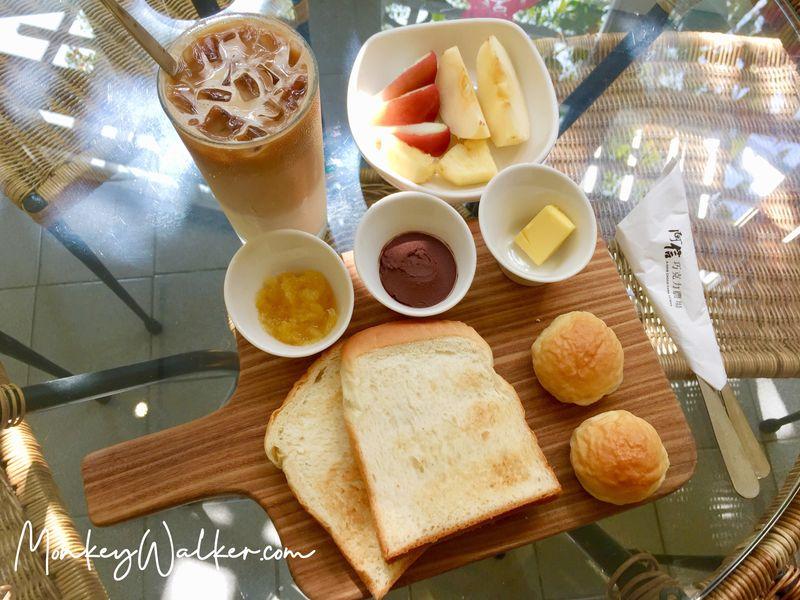 阿信旅店台南店包含早餐,主打巧克力、當季水果果醬,還有好吃的手工麵包。