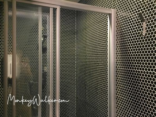 Star Hostel信星旅店台北車站的上下舖背包6人房,這樓層的衛浴是乾濕分離。