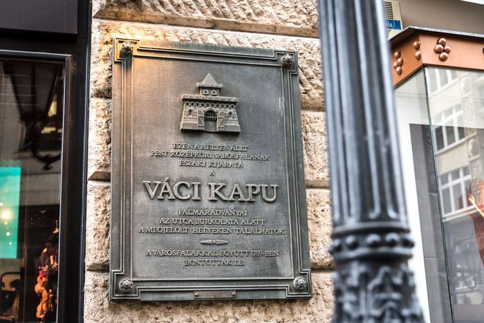 布達佩斯逛街的地方-瓦茨街(Váci Street),一起逛街去吧。