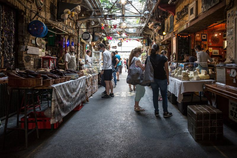布達佩斯農夫市集,晚上是知名廢墟酒吧,白天是當地小農市集。