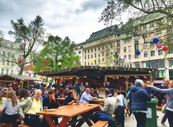 布達佩斯逛街的地方-弗洛斯馬提廣場(Vorosmarty Square),這裡也是當地有名、古老的聖誕市集之一。