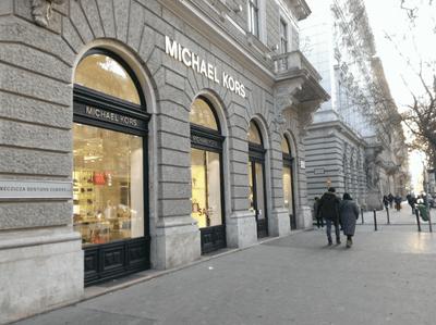 布達佩斯的安德拉什大街(Andrássy Street),國際品牌Michael Kors