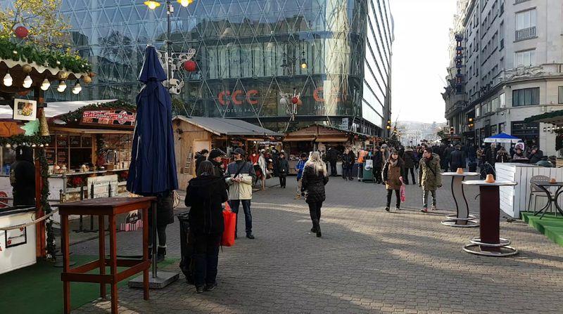 布達佩斯逛街的地方-弗洛斯馬提廣場(Vorosmarty Square),常常會有市集。