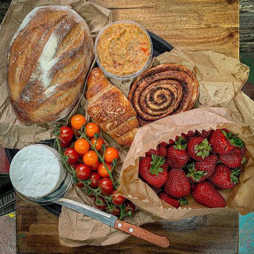 布達佩斯農夫市集,晚上是知名廢墟酒吧,白天是當地小農市集,好吃的麵包與水果。