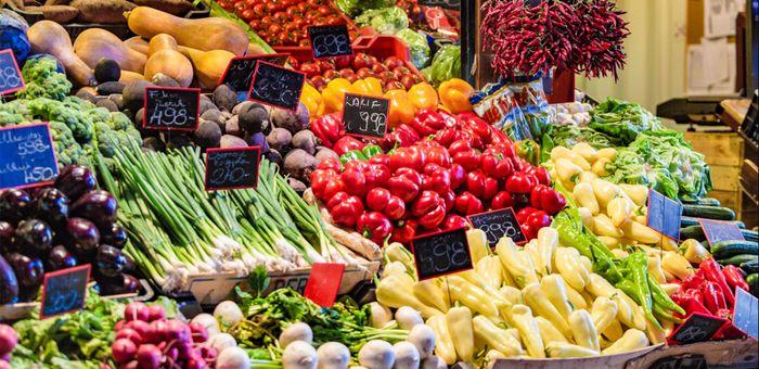 布達佩斯逛街的地方-中央市場 (Central Market Hall),快來買當地生鮮蔬果。