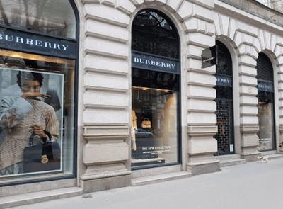 布達佩斯的安德拉什大街(Andrássy Street),國際品牌Burberry