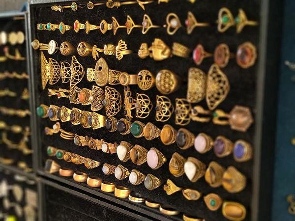 布達佩斯Gozsdu Weekend Market 週末市集,有很多手工藝飾品可以選擇購買。