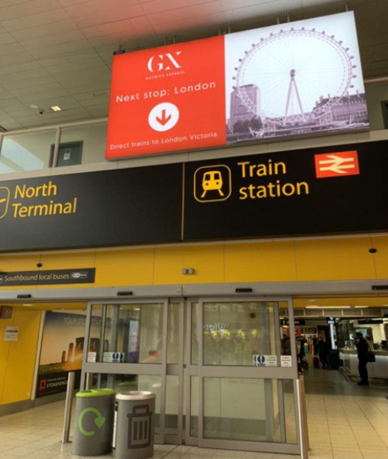 蓋威克機場(Gatwick Airport)轉乘火車