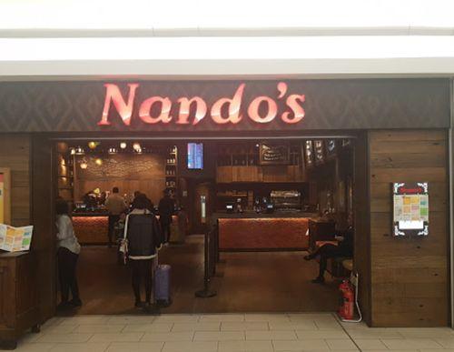蓋威克機場(Gatwick Airport)內的知名餐應Nando's