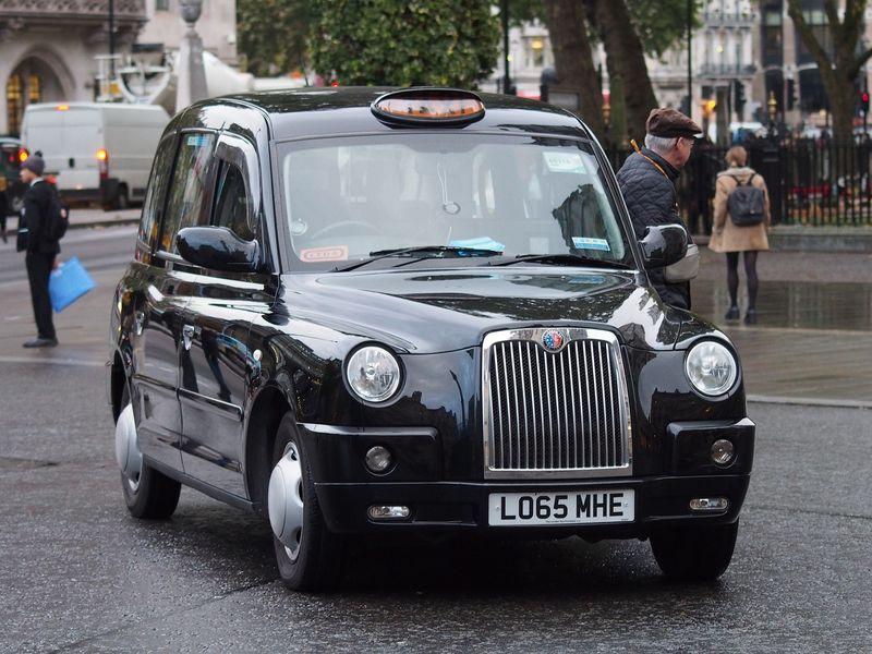 倫敦可愛的黑色迷你計程車