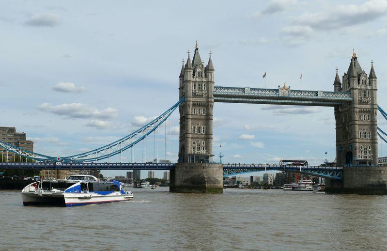 英國倫敦泰晤士河觀光船 (Thames Clippers),購買London Pass倫敦通行證,期限內可以選擇一日無限搭乘。