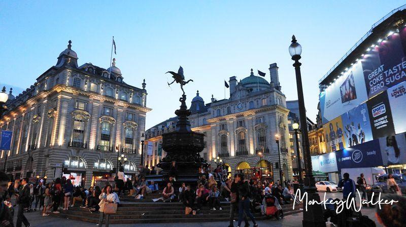 英國倫敦的皮卡迪利圓環(Piccadilly Circus),這裡是逛街聖地,前往攝政街、牛津街讓你一次買好買滿。
