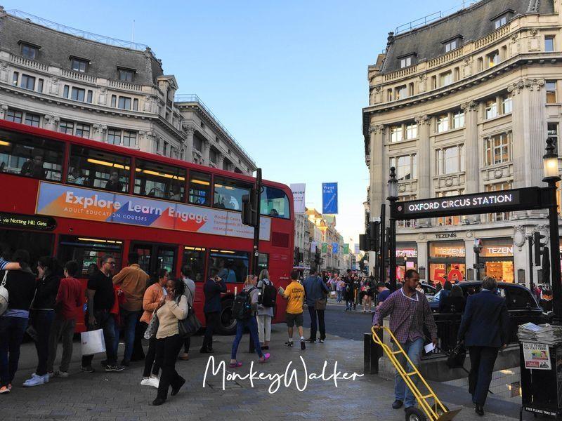 從皮卡迪利圓環(Piccadilly Circus)可以慢慢走到牛津街,這區很多平價品牌。