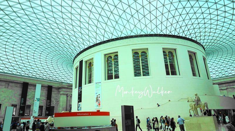 倫敦的大英博物館大廳,玻璃透陽光照射進來,可以拍很多照片。