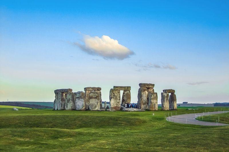 英國近郊很有名的景點巨石陣(Stonehenge),曾經是雷神索爾拍攝場地。